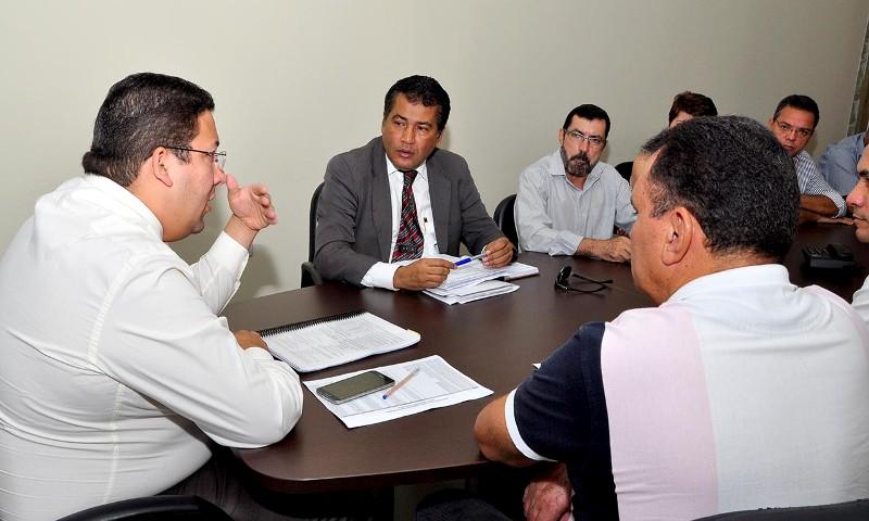 Foto 2 - reuniao com comissao do governo e sindare-angelica mendonca-seco