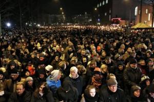 Milhares de pessoas prrestam homenagens às vítimas dos ataques em CopenhagueLisa Kastrup/EPA