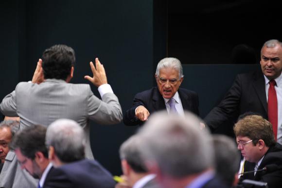 Deputados discutem durante reunião para elaboração do roteiro de trabalho e deliberação de requerimentos da CPI da Petrobras Gabriela Korossy / Câmara dos Deputados