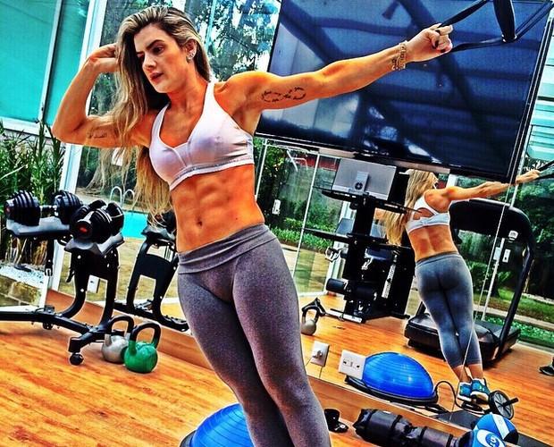 Mirella Santos atualmente: ela se exercita para manter o shape supersarado (Foto: Arquivo Pessoal)