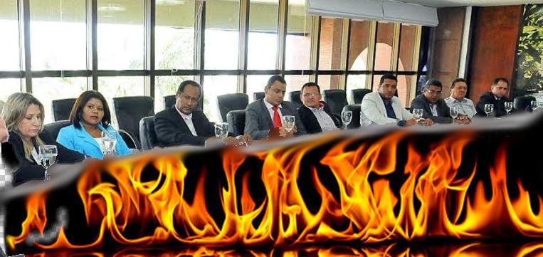 Câmara  Municipal: São João passou, mas fogueira continua queimando  e promete sapecar a pele,  osso e a alma dos vereadores