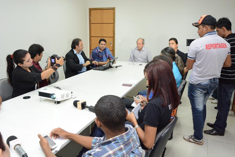 Em Araguaína, Dimas anuncia mais medidas para corte de gastos