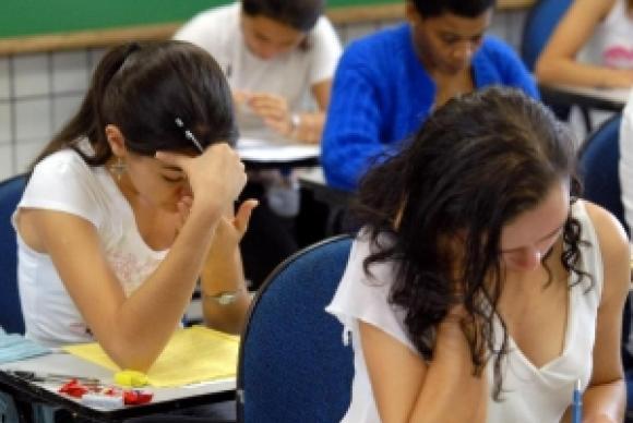 Hora do Enem traz dicas de redação, matemática e química
