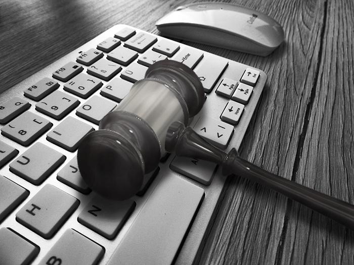Justiça condena ex-servidora estadual que cumulava cargos públicos ilegalmente