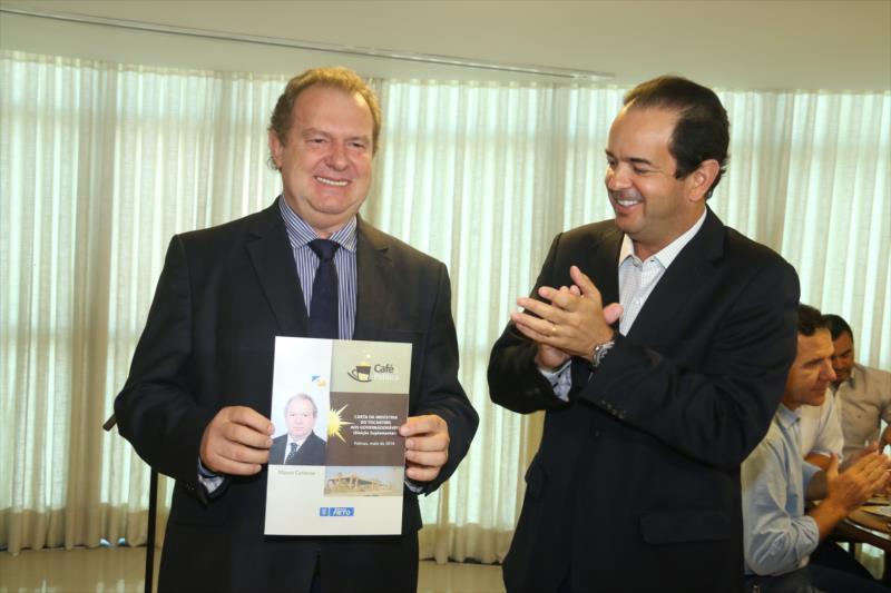 Mauro Carlesse participa do Café & Política da FIETO