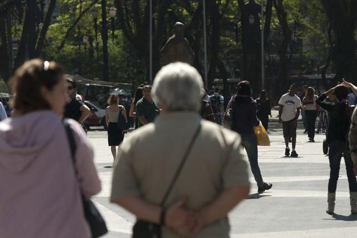 População brasileira deve chegar a 233,2 milhões em 2047, diz IBGE
