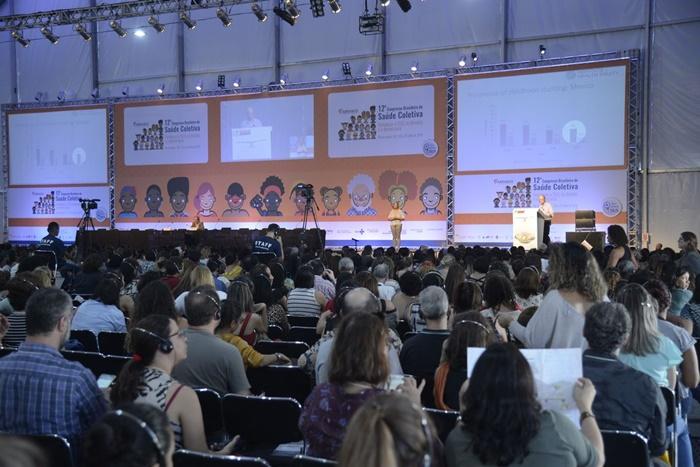 Congresso de saúde coletiva defende política de redução de agrotóxicos