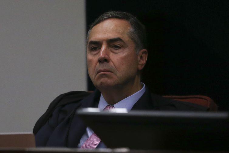Ministro do TSE proíbe PT de apresentar Lula como candidato