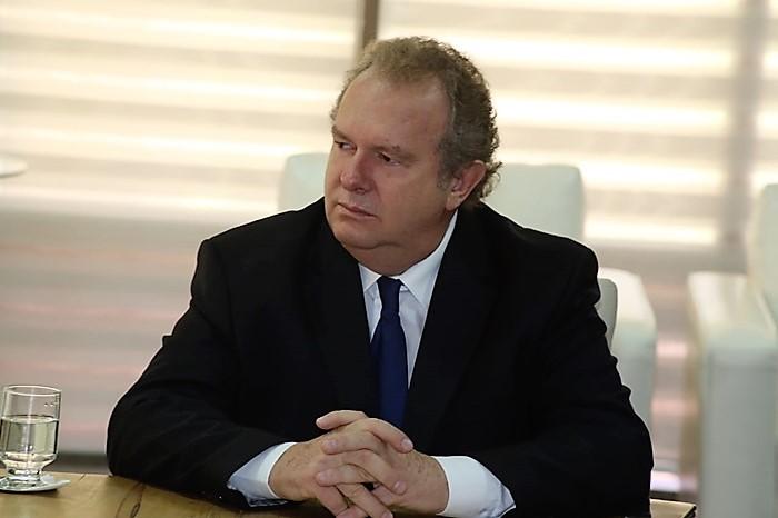 Carlesse pode receber o apoio de 20 deputados estaduais