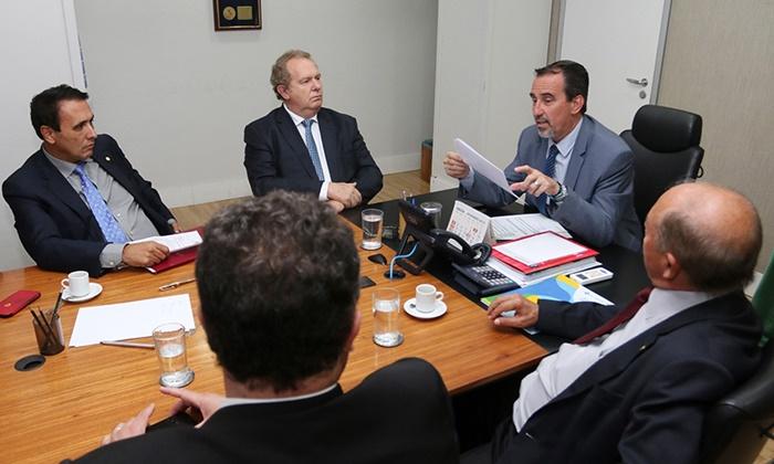 Governador Mauro Carlesse vai a Brasília em busca de benefícios para o Tocantins
