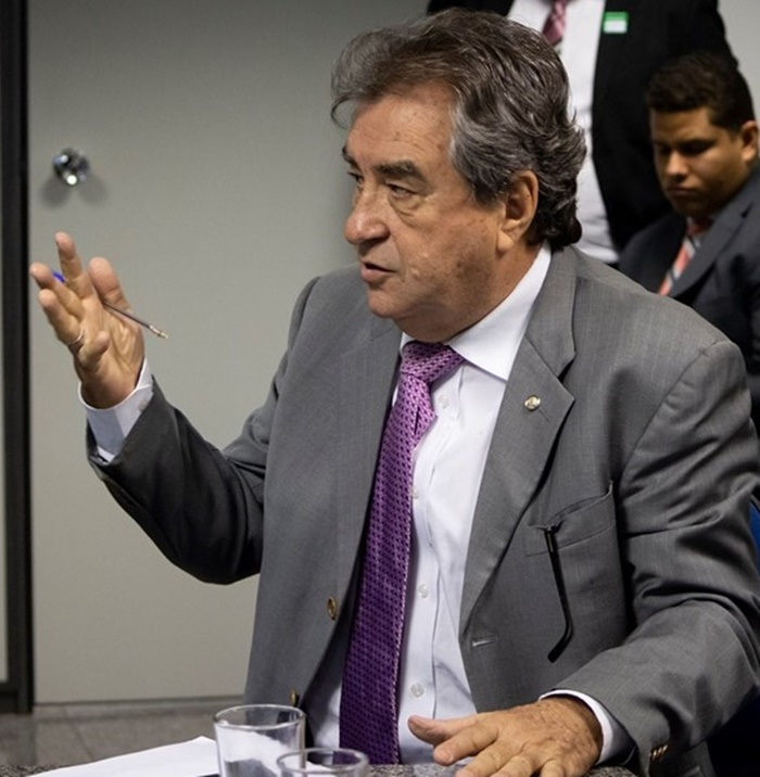 Deputado Célio Moura líder da oposição no estado critica proposta de Bolsonaro que quer extinguir municípios com até 5 mil habitantes