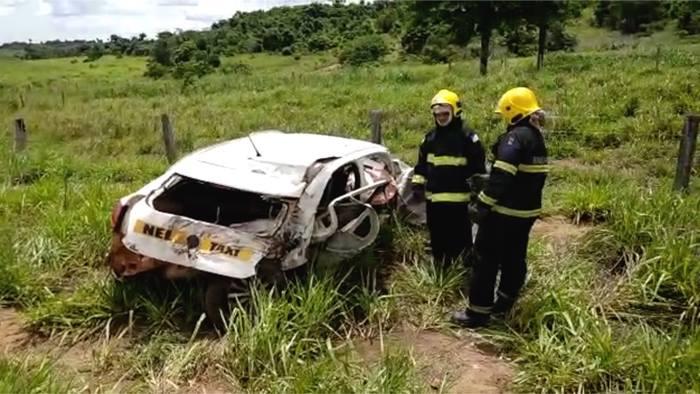 Taxista morre e fica preso às ferragens após carro e caminhão baterem de frente na TO-230