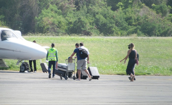 Turistas acusados de fraudar exames de Covid são soltos e deixam Fernando de Noronha