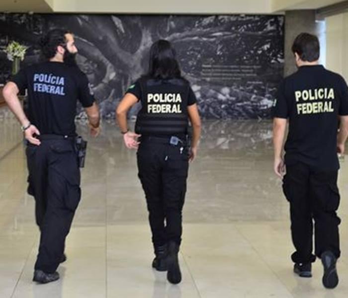 Polícia Federal cumpre mandados de busca contra suspeitos de comprar votos pelo aplicativo de celular em Araguaína