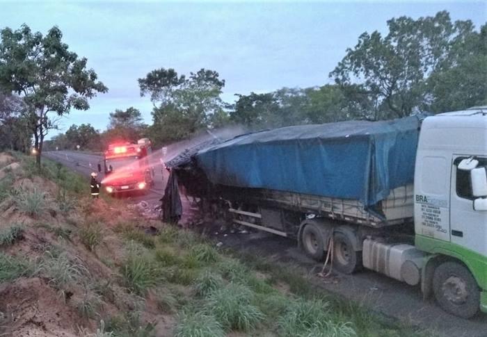 Ação dos bombeiros militares impede que fogo destrua caminhão em Darcinópolis