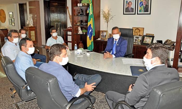 Buscando fortalecer parceria com municípios, governador em exercício recebe prefeitos eleitos e ouve demandas