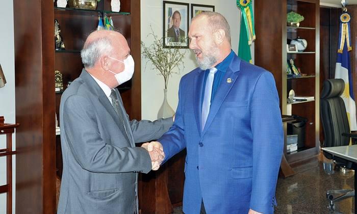 Governador Carlesse reassume Governo e reconhece contribuição do presidente do TJ à frente do Executivo