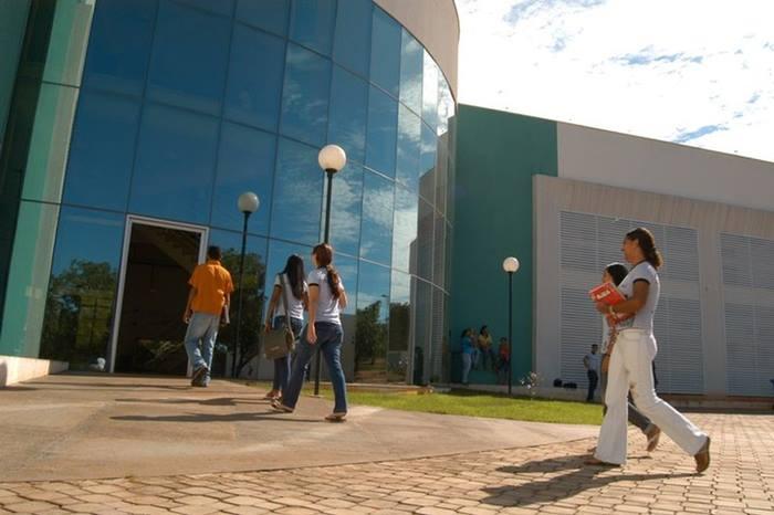 UFT oferece 49 vagas para mestrado e doutorado em Letras no campus de Araguaína