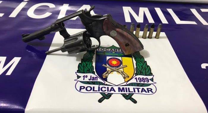 Homem é preso pela PM e adolescente apreendido por porte ilegal de arma de fogo em Araguaína