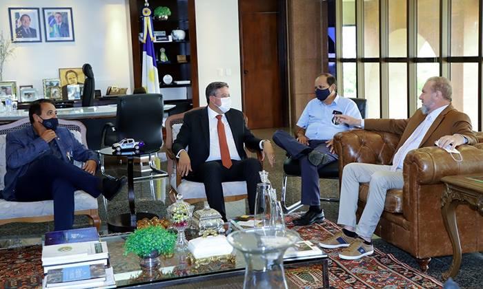 Governador Mauro Carlesse recebe visita de deputados federais liderados por Arthur Lira