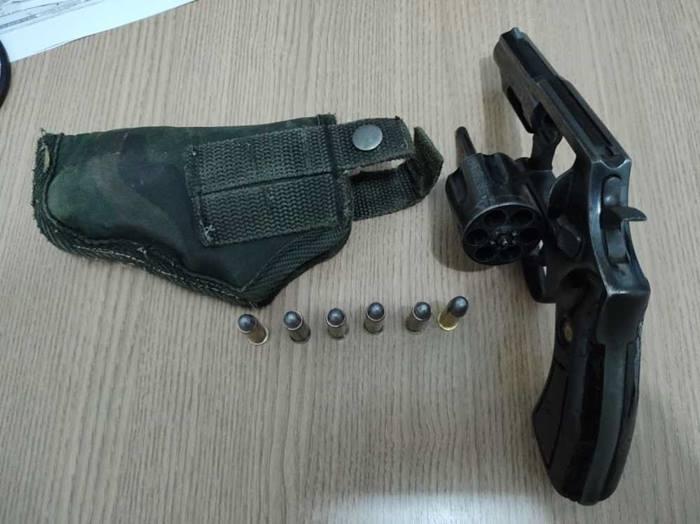 PM prende homem por posse irregular de arma de fogo em Araguaína