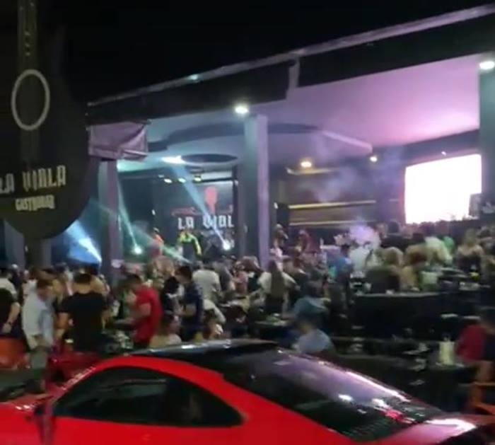 Multidão se aglomera sem máscara durante inauguração de bar em Araguaína