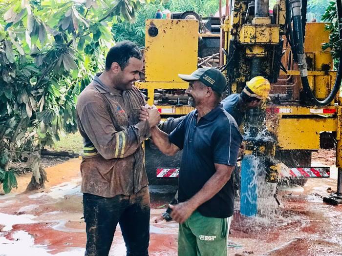 Para enfrentar a falta de água, o prefeito de Darcinópolis, Jackson, intensifica perfurações de poços no município