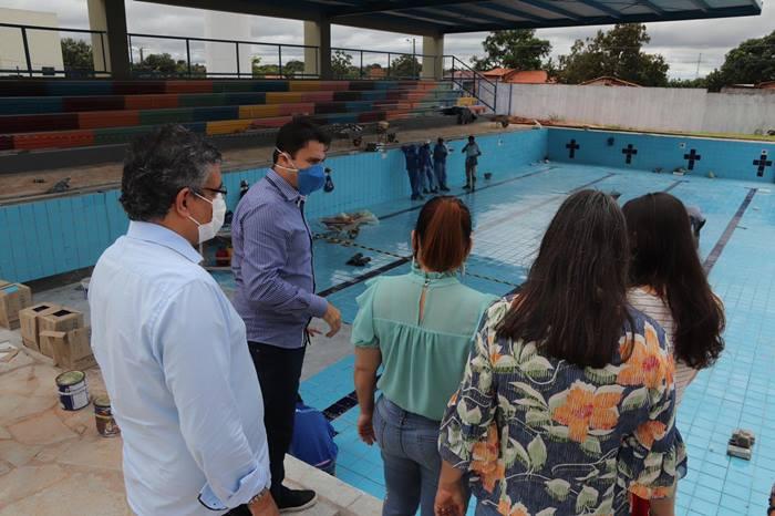 Adriana Aguiar acompanha andamento de obras em escolas e visita espaço direcionado a práticas esportivas, em Araguaína