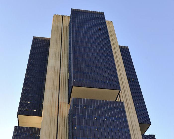 Banco Central do Brasil aumenta taxa básica de juros de 2% para 2,75% ao ano