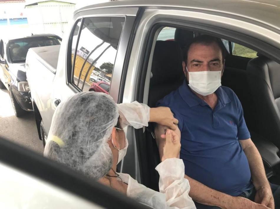 Deputado Issam Saado recebe primeira dose da vacina contra a Covid-19