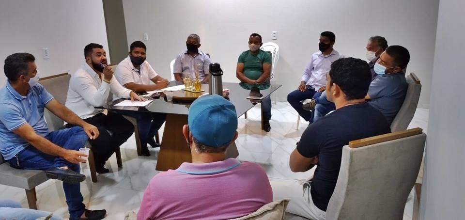 Prefeito Neurivan reúne-se com vereadores e propõe medidas para atravessar a crise e alavancar economia do município