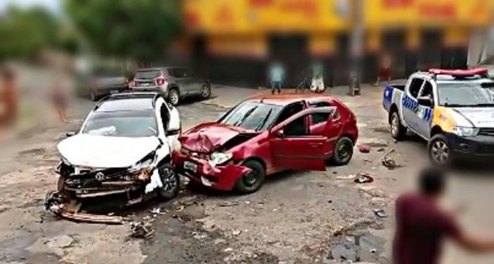 Após provocar acidente de trânsito e agredir policiais, homem alterado é preso pela PM em Xambioá