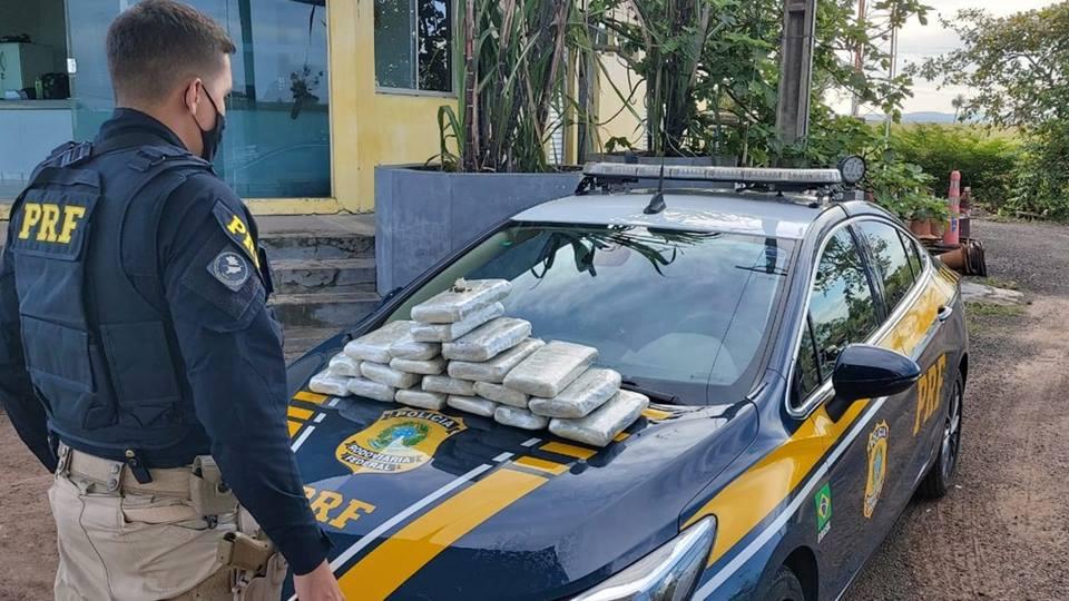 Passageira é presa com 20 quilos de drogas em mala