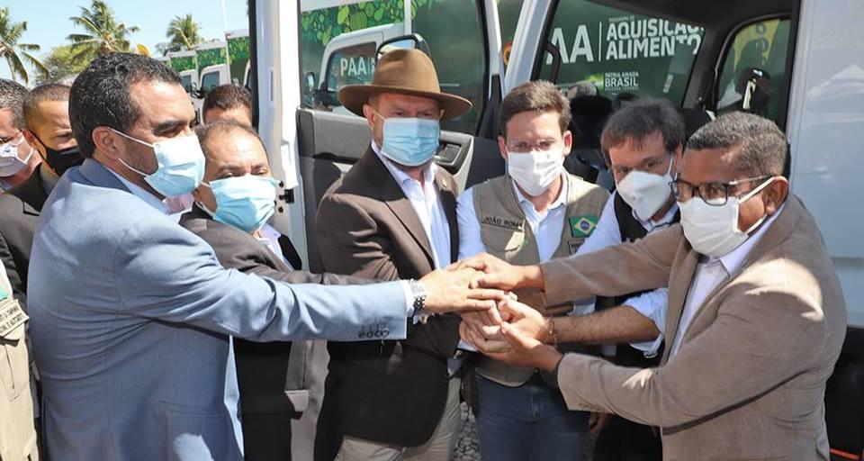 Governador Carlesse e ministros da Cidadania e do Turismo entregam 19 caminhões, baú que vão fortalecer Programa de Aquisição de Alimentos no Tocantins