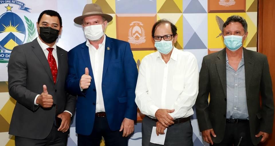 Governador Carlesse e Sindicato Rural de Palmas discutem ações para fortalecimento da entidade