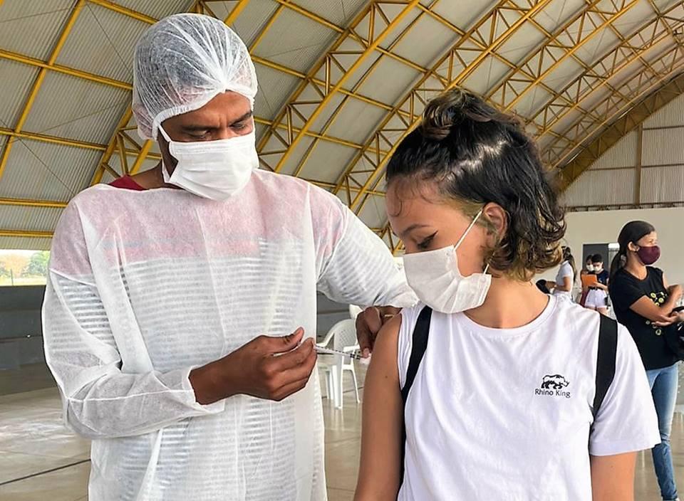 Araguaína segue com vacinação de adolescentes e mais contra covid-19