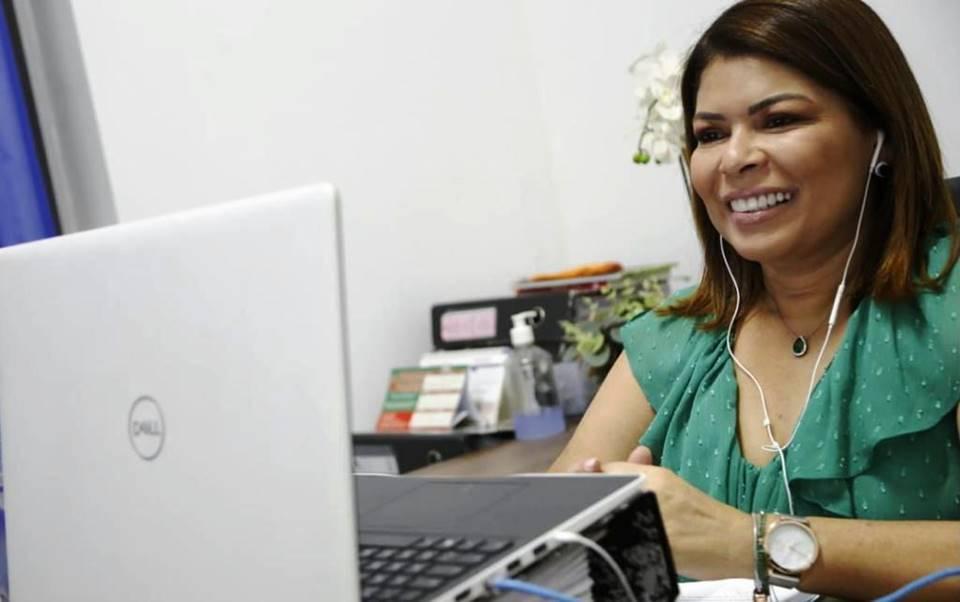 Secretária Adriana Aguiar participa de Seminário de Educação Básica Híbrida