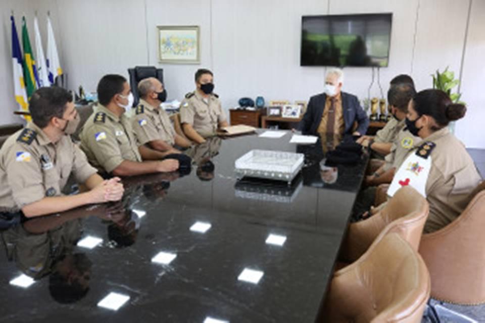 Desembargador João Rigo faz doação de computadores à 6ª Companhia Independente de Polícia Militar
